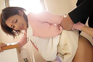 夏目優希 痴漢にあってしまいトイレへ連れ込まれたお姉さん!密室で中出しレイプされてしまう