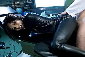 麻倉憂 動きやすい服装でスタイル丸わかりのスレンダーボディの美人女捜査官を犯す!