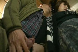 【ヘンリー塚本】美泉咲 息子の嫁に勃起ちんぽを握らせ手コキを強要!押し倒してノーパンまんこを犯す