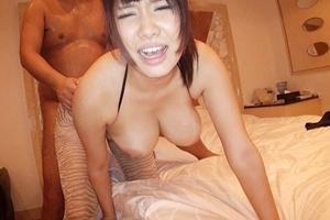 巨乳美女がバックと正常位で連続ピストン!おっぱい揺れ揺れ喘ぎまくり中出し膣内射精!