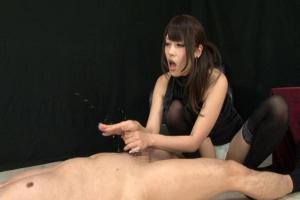 桜井あゆ 美女が目隠しされたM男の男根を手コキフェラ!絶品テクで射精へ促す