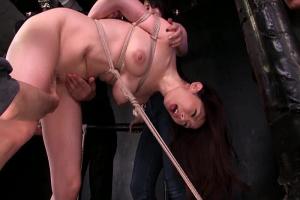 篠田あゆみ 全裸で緊縛拘束された巨乳の人妻熟女!バイブをまんこにぶち込まれ性奴隷調教