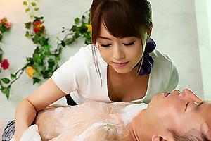 吉沢明歩 美人でスレンダーな巨乳エステティシャンが洗体マッサージ!アナル舐めしながらの手コキに悶絶