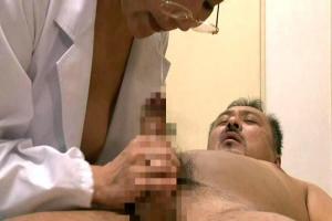 【ヘンリー塚本】菊川麻里熟女の女医が患者の勃起チンポ見て発情!診察室でハメてしまう!