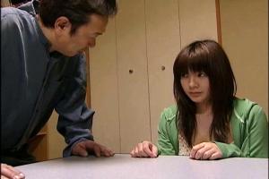 【ヘンリー塚本】飯島くらら 義理の兄にも義理の父にも体を求められて近親相姦に堕ちる黒髪美少女
