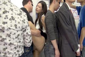 古川いおり 美人OLがプロ痴漢師の餌食に何度も挿入されて恥辱の手マン潮吹き輪姦レイプ