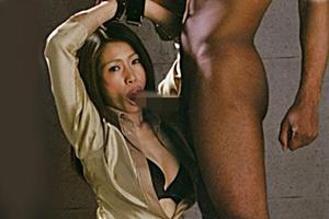 友田真希 巨乳熟女が強制フェラさせられ黒人デカチンコ中出しSEXで絶頂