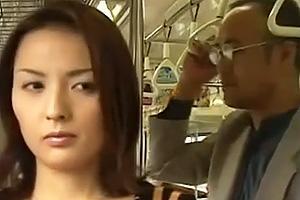 【ヘンリー塚本】星沢レナ 不倫した夫への腹いせで電車内で知り合った男と行きずりセックスする美人妻
