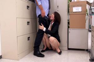 オフィスの片隅でミニスカOLスーツからむっちり下半身露出した愛人関係の女子社員と仕事中にセックス