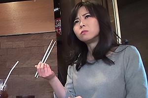 城崎桐子 セクシーなストッキングの人妻を調教!トイレに連れ込みちんぽをフェラさせる