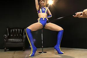 山本エリカ 173cmの長身美脚レースクイーンが卑猥なガニ股姿で下品にイキまくり!