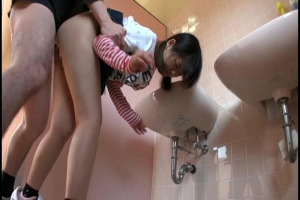可愛いから犯したくなる!ロリ可愛いちっぱいな美少女を公衆トイレで無理矢理レイプしてしまう!