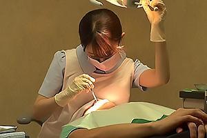 望月りさ 超絶美人な歯科衛生士のエッチな治療!美巨乳おっぱいを舐めさせちんぽを手コキ