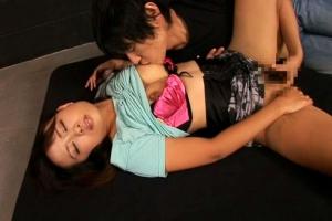 井坂綾 母乳滴るエッチな奥さんのミルクを楽しみながらの濃厚なドスケベセックス模様