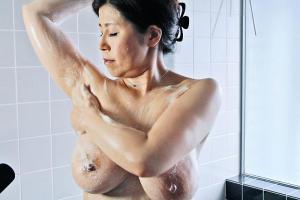 水野淑恵 全裸でオナニーを楽しんだ爆乳の五十路熟女!シャワーを浴びてエロい肉体を洗体