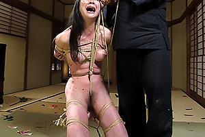若林美保全裸で緊縛拘束された巨乳美女をSM調教!縄がまんこに食い込み絶叫しちゃう