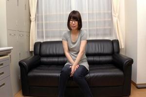 松浦ゆきなハンバーガー屋さんでバイトする地味なブサカワ眼鏡女子を騙し騙しAV出演させてみた!
