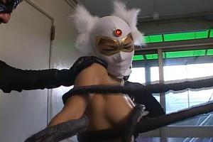 SARINA美巨乳おっぱい丸出しの変態ヒロイン!敵に囚われてしまい触手で異種姦レイプ