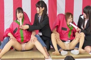 SOD女子社員達に二人羽織で疑似ちんぽを咥えさせる!パンストとパンツ丸見えでディルドフェラ