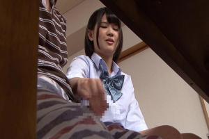白咲碧 嫁の妹がこっそりテーブルに隠れて手コキ&フェラしてJKのおしっこかけられて何度も射精