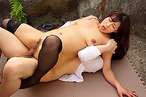宮部涼花 野外でのセックスに興奮しまくり!露出狂のドスケベ巨乳人妻と浮気セックス!