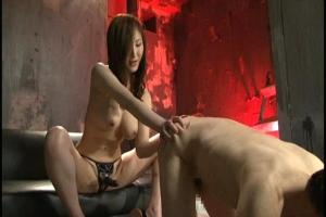 大澤愛美 M男のアナルをペニバン痴女責め!逆騎乗位で腰振らせる正真正銘変態女王様
