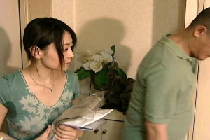 【ヘンリー塚本】結衣 クリーニング屋と自宅で不倫する美人妻!立ちバックで浮気ちんぽをぶち込まれる