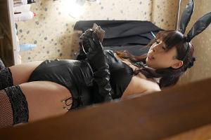 吉岡明日海 網タイツのセクシーバニーガールが輪姦される!巨乳美女を複数ちんぽで突きまくる