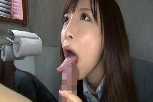 野村萌香 美人OLお姉さんに亀頭舐めフェラされ気持ちよすぎて口内射精