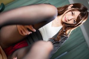 相沢みなみ 黒パンストのセクシー女教師が脱衣!美乳を露出してフランクフルトを舐めまわす