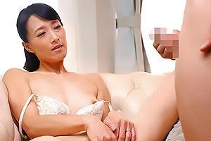 石原京香四十路のスレンダー熟女妻がAVデビュー!相互オナニー鑑賞で興奮してしまいフェラ抜き