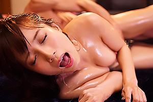 小島みなみスレンダー美女がポルチオ開発され電マバイブ責め&SEXで連続痙攣アクメ