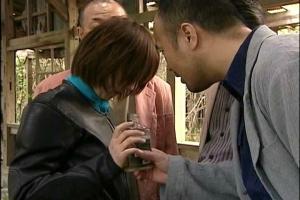 【ヘンリー塚本】レザーのライダースーツを着たバイク乗り美女!男達に連れ込まれ犯されてしまう