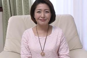 野宮陽子 熟女おばさんがハメ撮りに挑戦!まずはおっぱい揉んでみたり乳首舐めて感度チェック