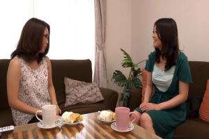 藤江由恵 国生亜弥 熟女二人が互いの身体をまさぐりながらのドスケベすぎるベロチュー