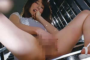 澤村レイコ 長身美熟女の美しいフェラチオ!潮吹きオナニーで大量噴射!