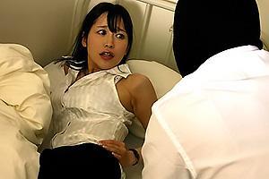 篠田ゆう 寝ている女教師のTバック巨尻を揉みまくる!教室で襲われてしまい着衣レイプ