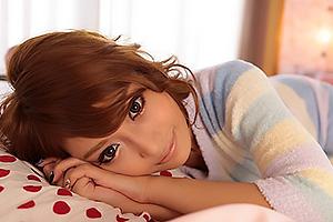 明日花キララ巨乳美女が朝立ちチンコを手コキフェラし手マンクンニ絶頂SEX