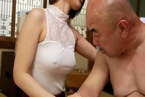 紗藤まゆ乳首が浮きまくったノーブラ巨乳に興奮する義父!スケベなTバック丸出しで介護開始