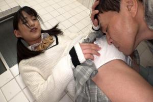 渚みつき 男子トイレでM男に顔面騎乗するツインテールJK!フル勃起ちんぽを濃厚フェラ