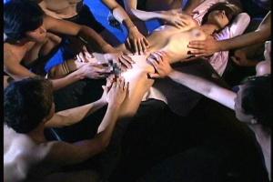 及川奈央目隠し拘束されたレジェンド女優!大勢の男達に囲まれ体中を弄ばれてしまう