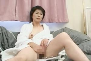 戸山初子 熟女が男根をずっぽりしゃぶっておマンコ挿入連続ピストン!ズボズボされて感じまくり!
