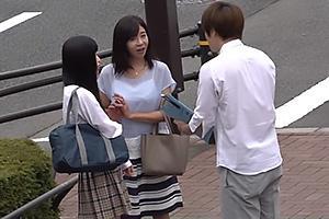 【マジックミラー号】制服JKの娘と熟女母を街角でナンパ!車内に連れ込み母娘でオナニー