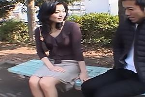 浅宮ゆかり美人な熟女妻をホテルに連れ込み不倫セックス!手マンでびしょ濡れのまんこをガン突き