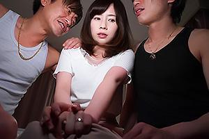 奥田咲 チャラ男たちに寝取られてしまう巨乳の清楚妻!NTRちんぽを挿入されだいしゅきホールド