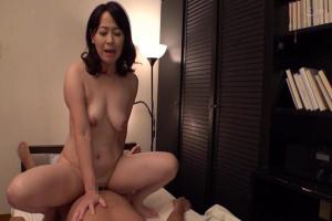 矢田紀子 だらしないおっぱいが色気抜群なエロ可愛い巨乳義母に中出ししまくっちゃう!