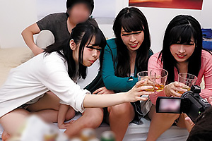 新入生の女子大生が楽しく飲みすぎちゃってエッチなゲームで盛り上がり過激な王様ゲームも許して大乱交
