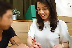 成田あゆみ 熟れたオマンコ全開に濃厚フェラして誘惑の童貞卒業スレンダー熟女のおばさん家庭教師