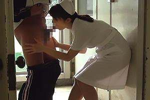 患者の性欲解消をフェラで抜く美人ナースが病院内で秘密のアルバイト!プロ並みのテクニックで口内射精!