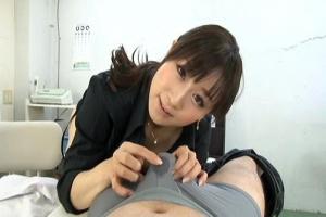 川上ゆう男の潮吹きクリニックの美人痴女医に淫語と熟女テクでチンポを快楽責め!